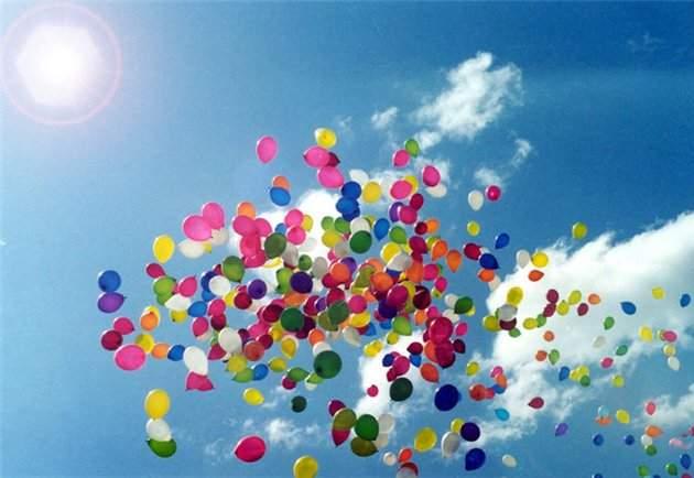 Шарики летят в небо