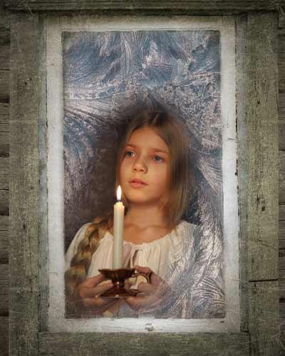 Девочка в окне со свечой