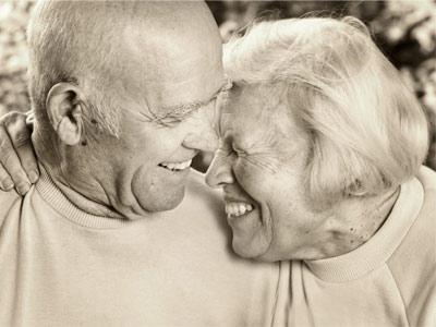 Счастливые пожилые люди