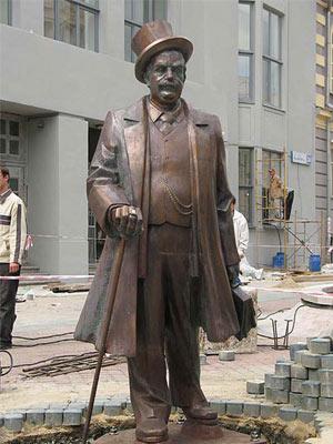памятник банкиру