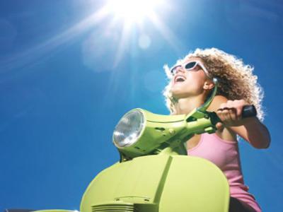 Женищина на скутере