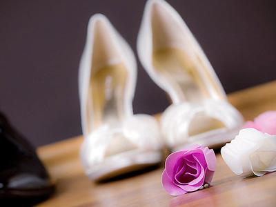 Две пары женских туфель