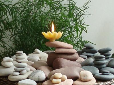 Свеча и камни