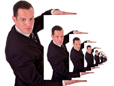 Уменьшающие изображения мужчины