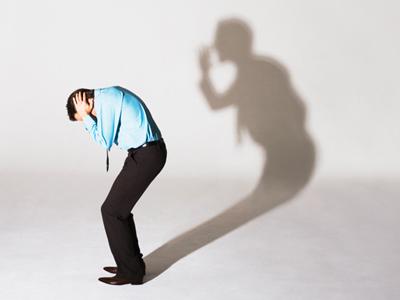 Человек боится собственной тени