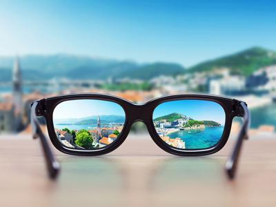 В очках отражается мир