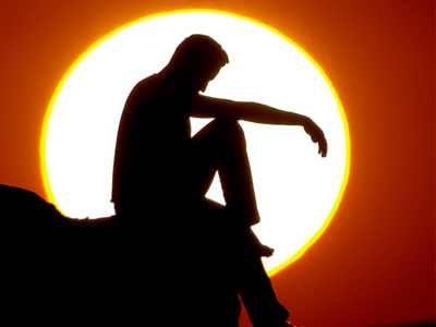 Мужчина на фоне заката