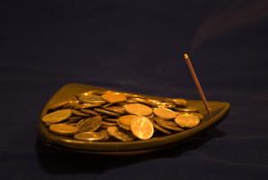 Как использовать заклинания для привлечения денежного потока